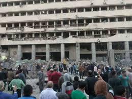 5 قتلى ونحو 90 جريحا في انفجارين استهدفا عناصر أمنية بالقاهرة والرئاسة تلوح بإجراءات استثنائية