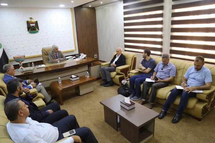 وزير الشباب والرياضة يطرح رؤيته بشأن انجاز العمل في ملعب التاجيات
