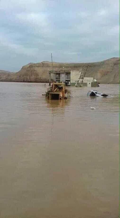 التجارة تشرع بايصال المواد الغذائية والمساعدات الى المتضررين من السيول في محافظتين