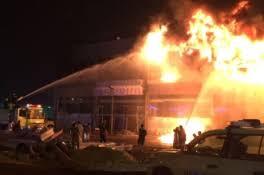 فرق الدفاع المدني تتمكن من السيطرة على الحريق الذي نشب في محال تجارية