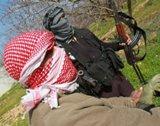 الجيش اللبناني يلقي القبض على سوريين ولبنانيين يجهزون منصة لاطلاق الصواريخ شمال بعلبك