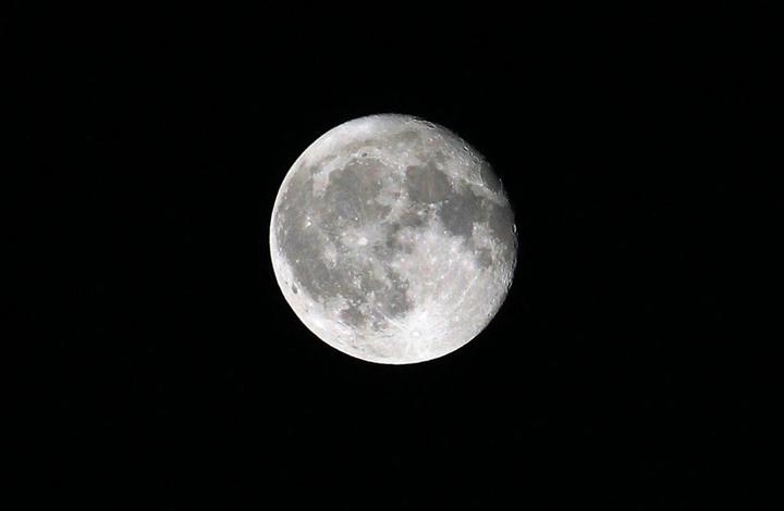 هل للقمر العملاق علاقة بكوارث طبيعية؟