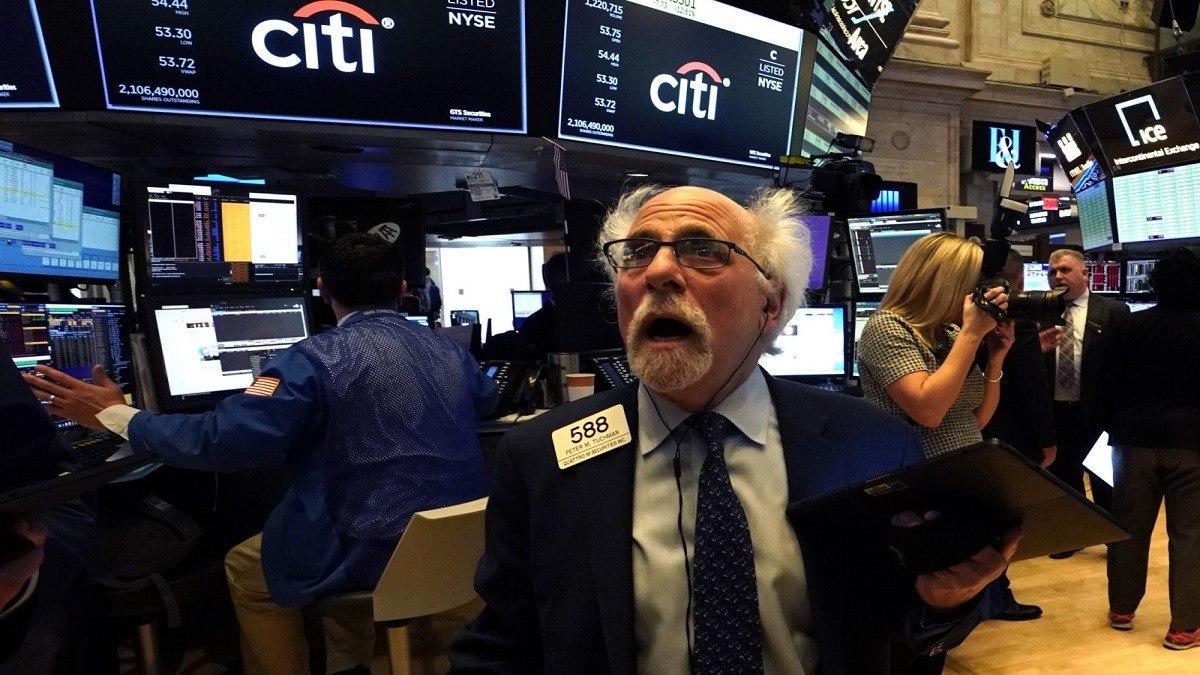 تراجع أسعار الأسهم في السوق الآجلة الأمريكية بعد إصابة ترامب بكورونا