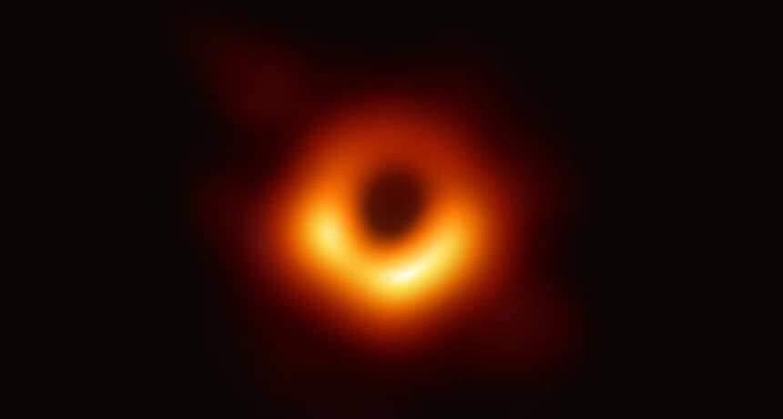 """""""انجاز علمي مثير"""" ..  نشر أول صورة لثقب أسود!"""