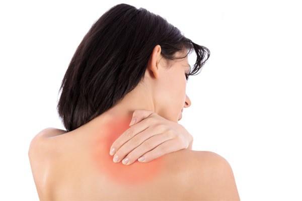 استخدام الكمادات الباردة والدافئة الحل الأفضل للتخلص من ألم الكتف