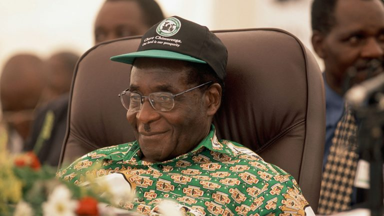 وفاة رئيس زيمبابوي السابق روبرت موجابي عن عمر ناهز 95 عاما