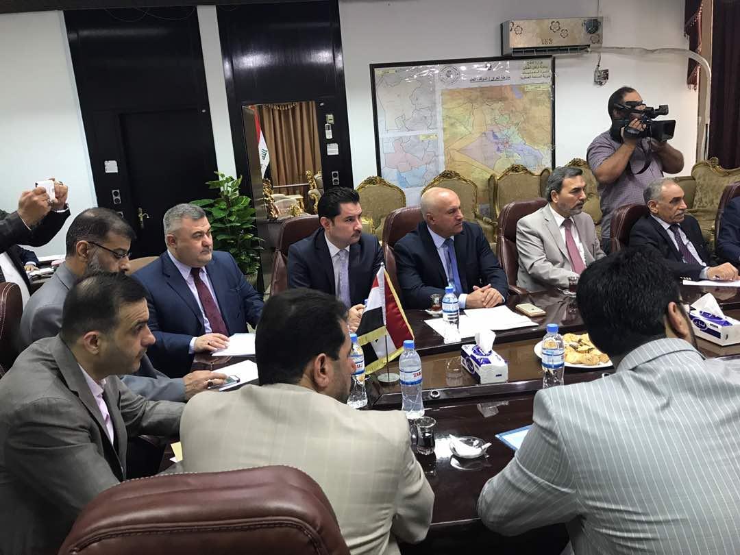 لجنة الأمن والدفاع النيابية تستضيف وزير الدفاع (صور)