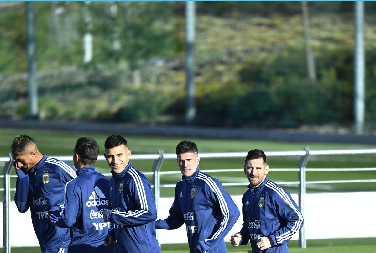 ميسي يخطف الأنظار في أول تدريب له مع الأرجنتين