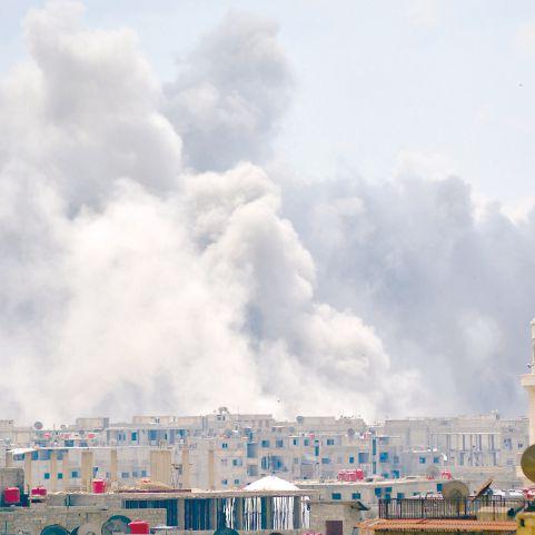 النظام يكثف قصفه جنوب دمشق والمعارضة تتهمه بـ «هندسته ديموغرافياً»