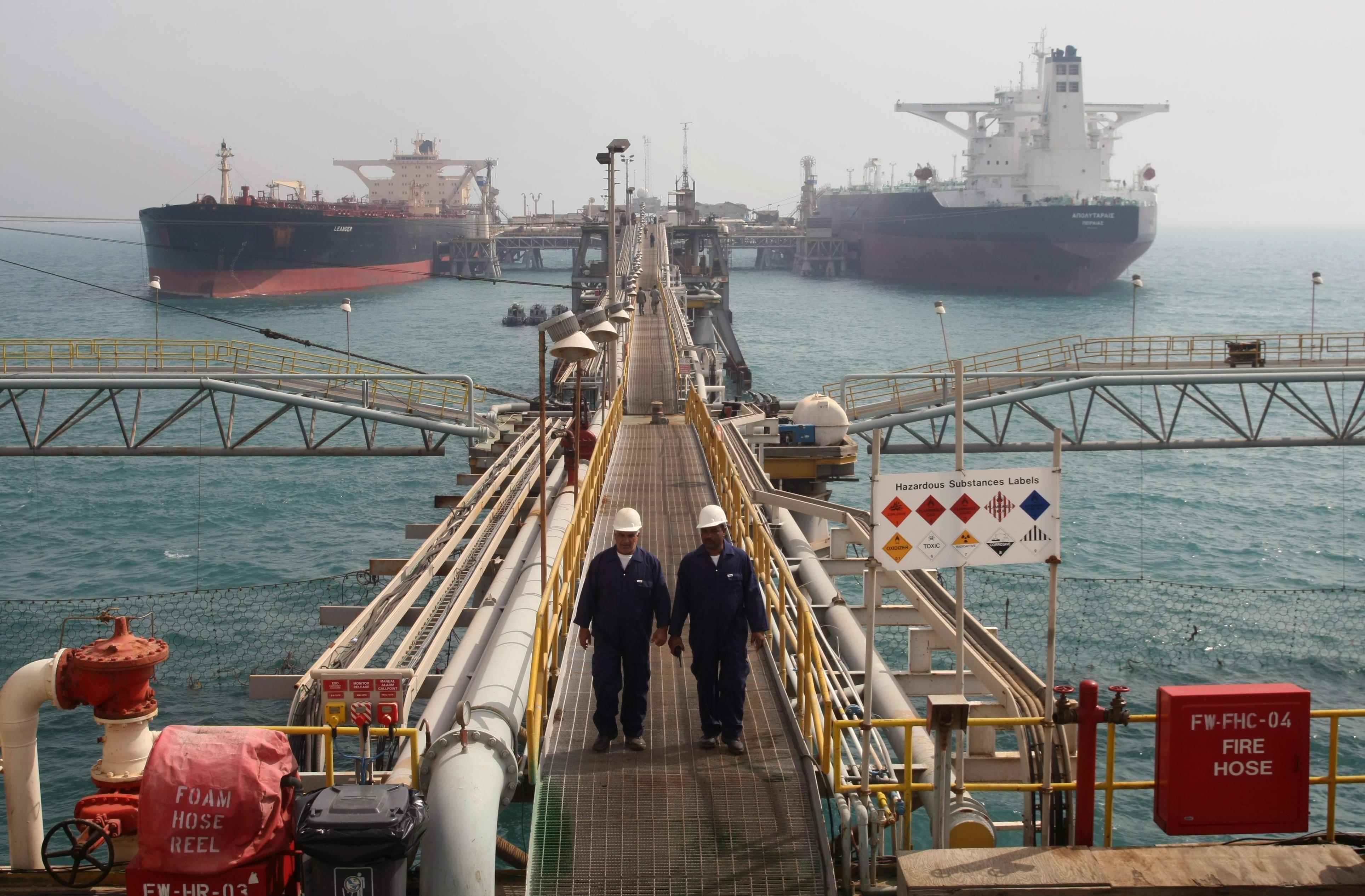 اسعار النفط تتراجع الى دون 70 دولارا