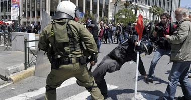 النقابات العمالية اليونانية تدعو لإضراب عام احتجاجا على استمرار التقشف