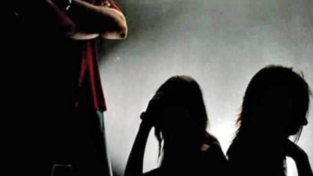 """بينهم خمس نساء.. اعتقال عصابة """"تتاجر بالبشر"""" في الاعظمية ببغداد"""