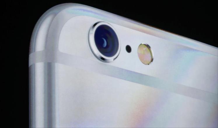 خبر صادم لمستخدمي الايفون ..  إمكانية تشغيل الكاميرا والتجسس على صاحبه
