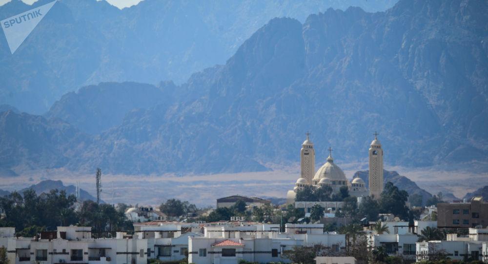 في ظاهرة نادرة ..  الثلوج تكسي قمم الجبال في جنوب سيناء