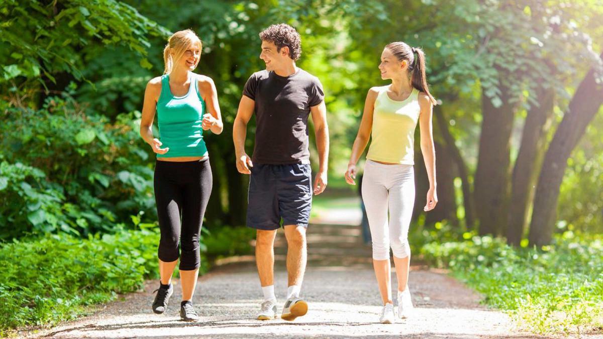 المشي البطيء يعزز الصحة الجسدية والنفسية