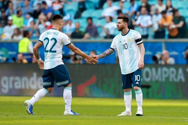 ميسي يضغط على برشلونة لأجل مارتينيز