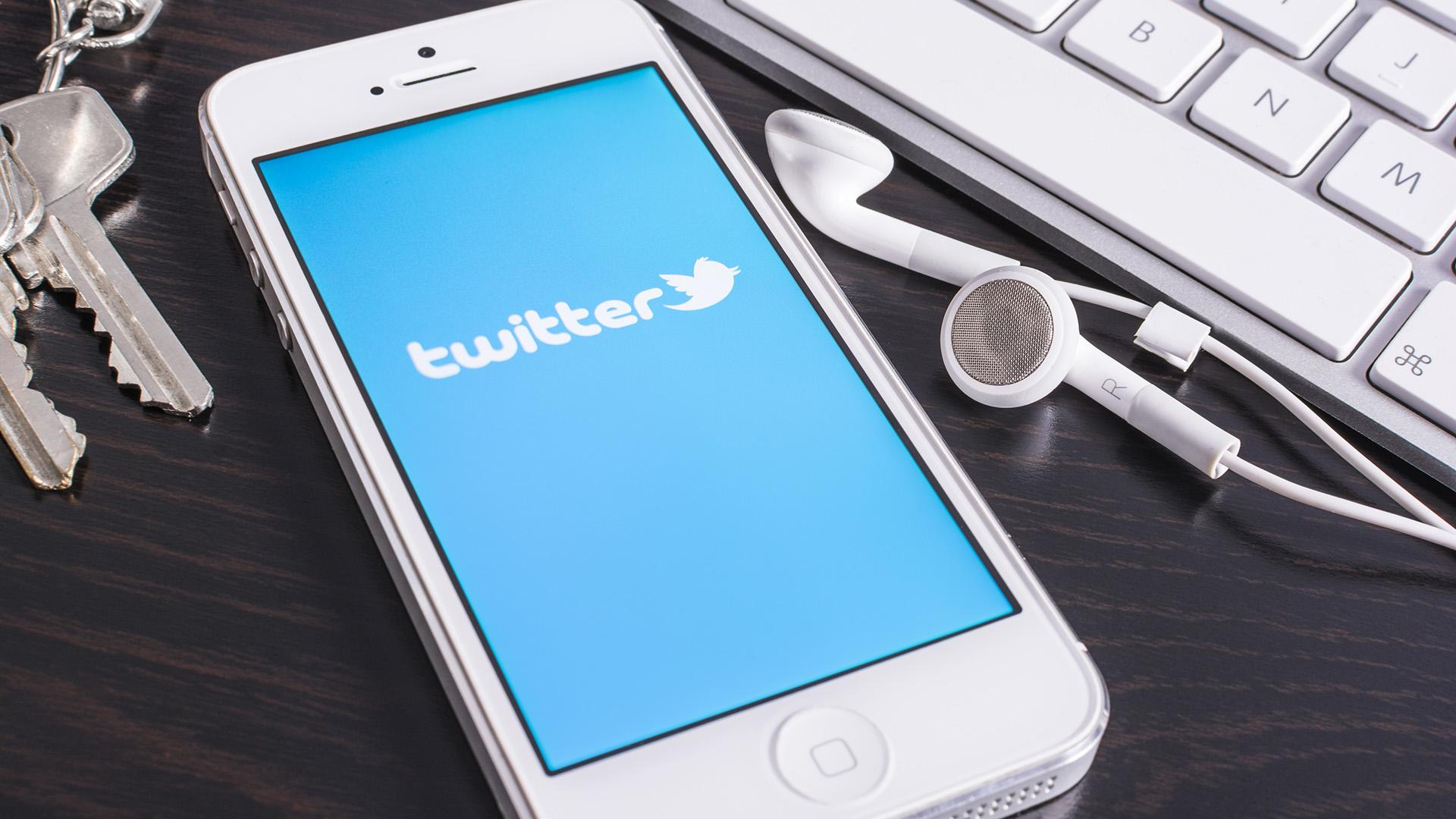 """""""تويتر"""" تختبر طريقة جديدة لإظهار المقالات الإخبارية"""