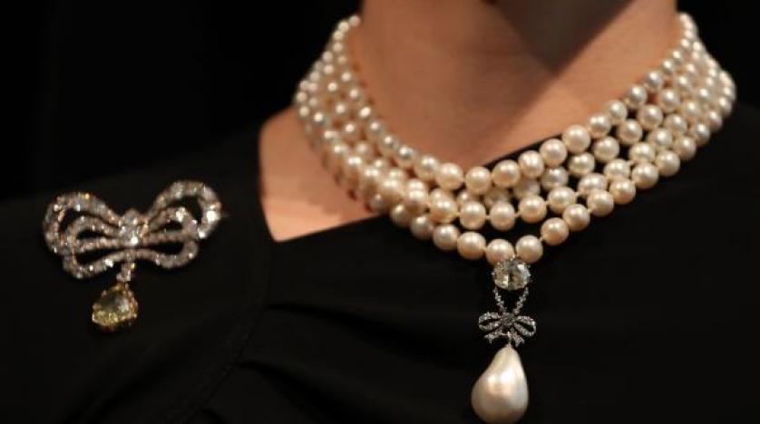 مزاد استغرق نحو 10 دقائق .. بيع قلادة للملكة ماري أنطوانيت بأزيد من 36 مليون دولار