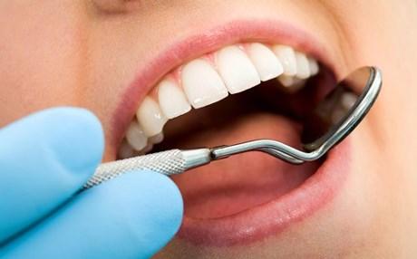 العناية بالأسنان قد تقي من خطر الزهايمر