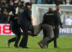 تفاصيل نجاة لاعب المنتخب وريال مدريد داخل الملعب من الطعن في القدس