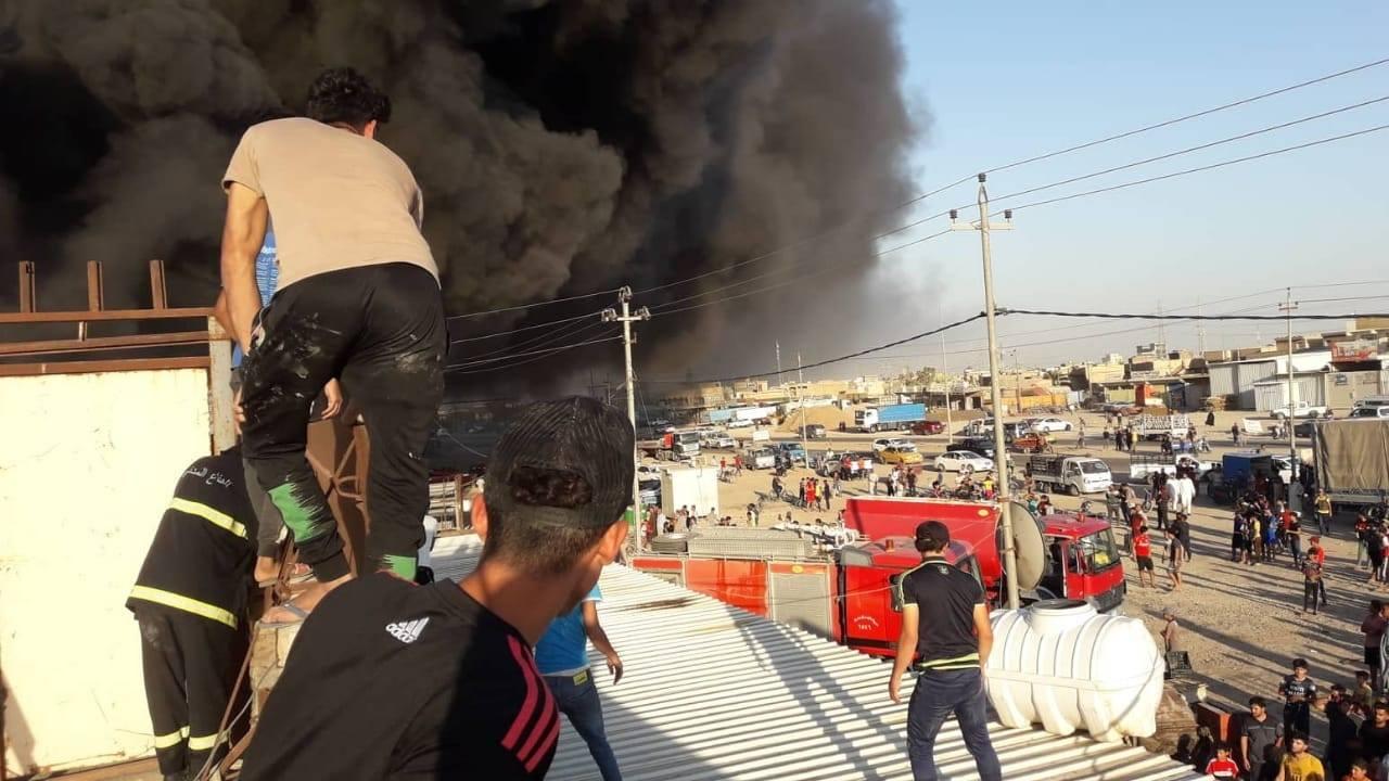 إخماد حريق كبير اندلع بمخزن للمواد الإنشائية في واسط
