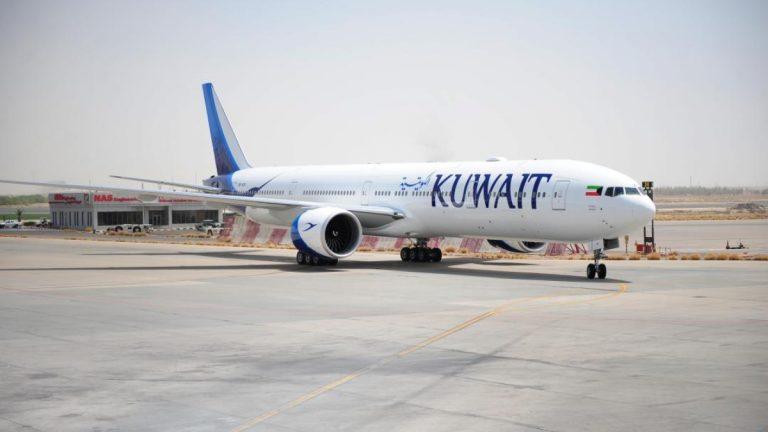 """بالصور ..  طائرة كويتية ترتطم بـ""""غيمة جليدية"""" في السماء وهكذا انتهت رحلتها"""