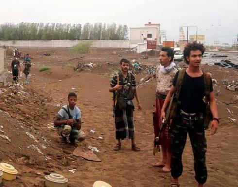 """الحوثيون يحتجزون """"سيارات إغاثية"""" في إب"""