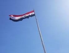 نصب اكبر علم عراقي ورفعه على بناية حكومية في كركوك