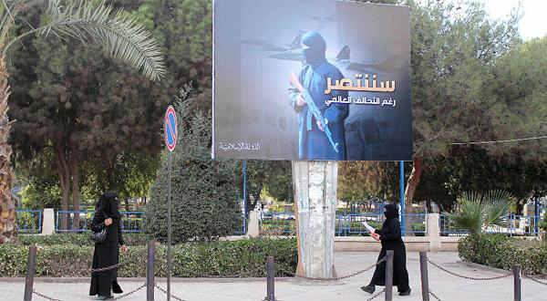 """«داعش» يدفع للسوريين 5000 دولار للإبلاغ عن أعدائه ..  ويغري الأجنبيات بآلات """"الميلك شيك""""!"""