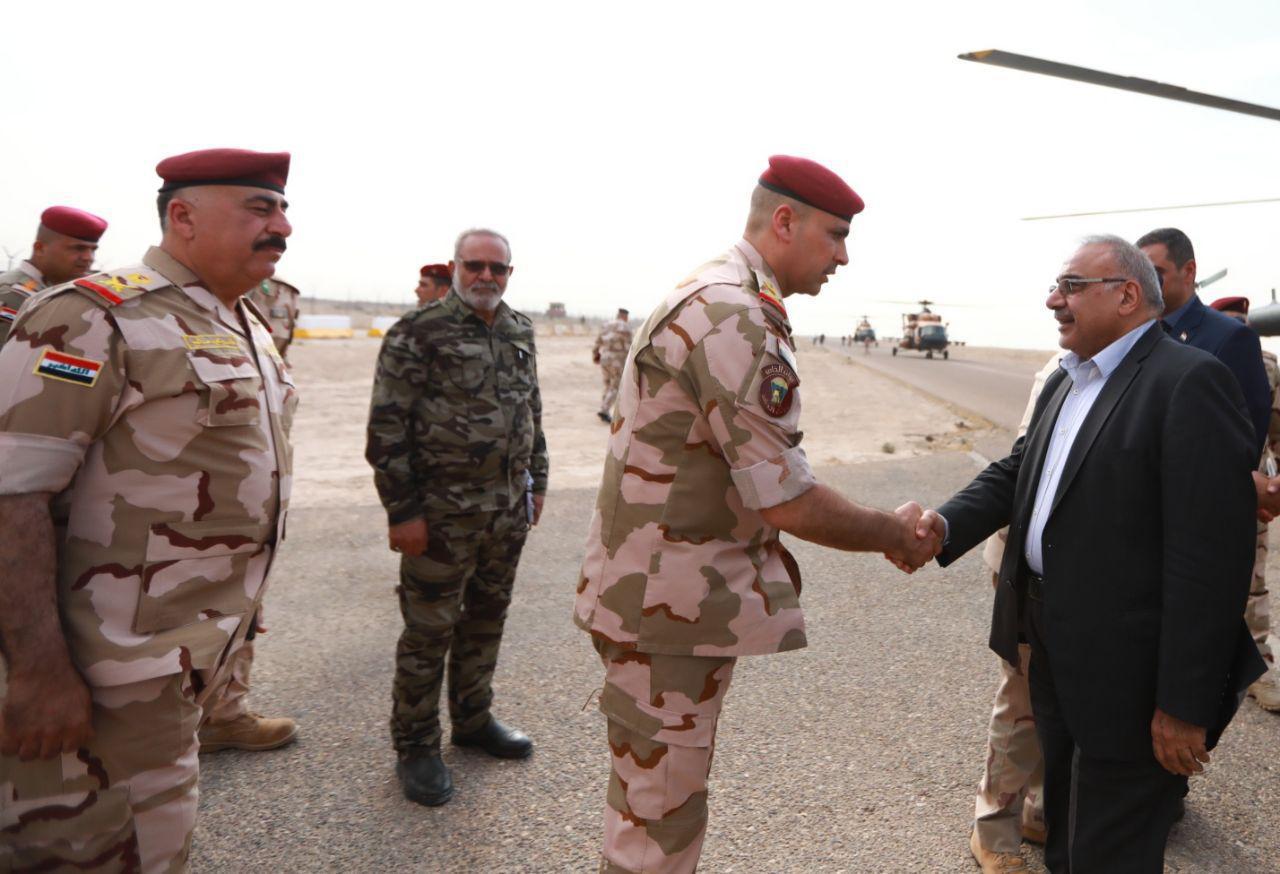 بالصور ..  رئيس الوزراء ووزيري الدفاع والداخلية في مقر قيادة عمليات الانبار