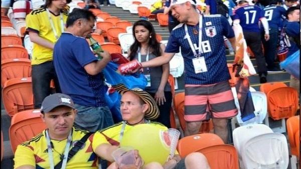 جماهير اليابان والسنغال وكولومبيا تنظف المدرجات في كأس العالم