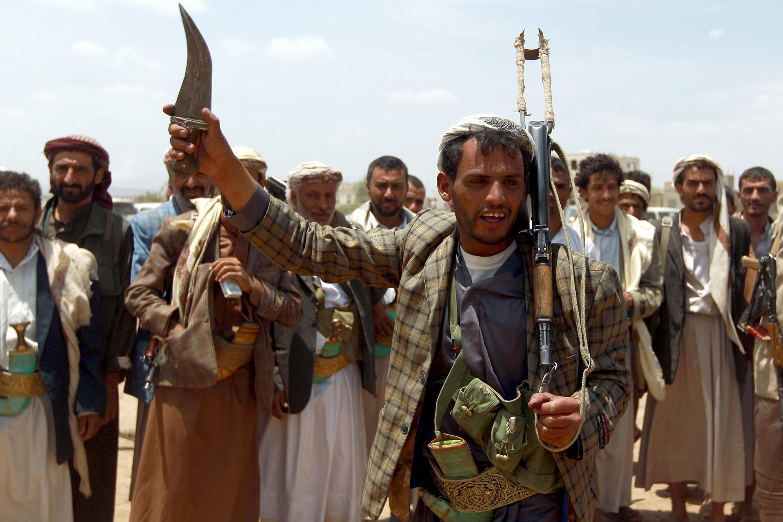 الحوثيون يتخلصون من آخر قيادات حزب صالح في الحكومة والمخابرات