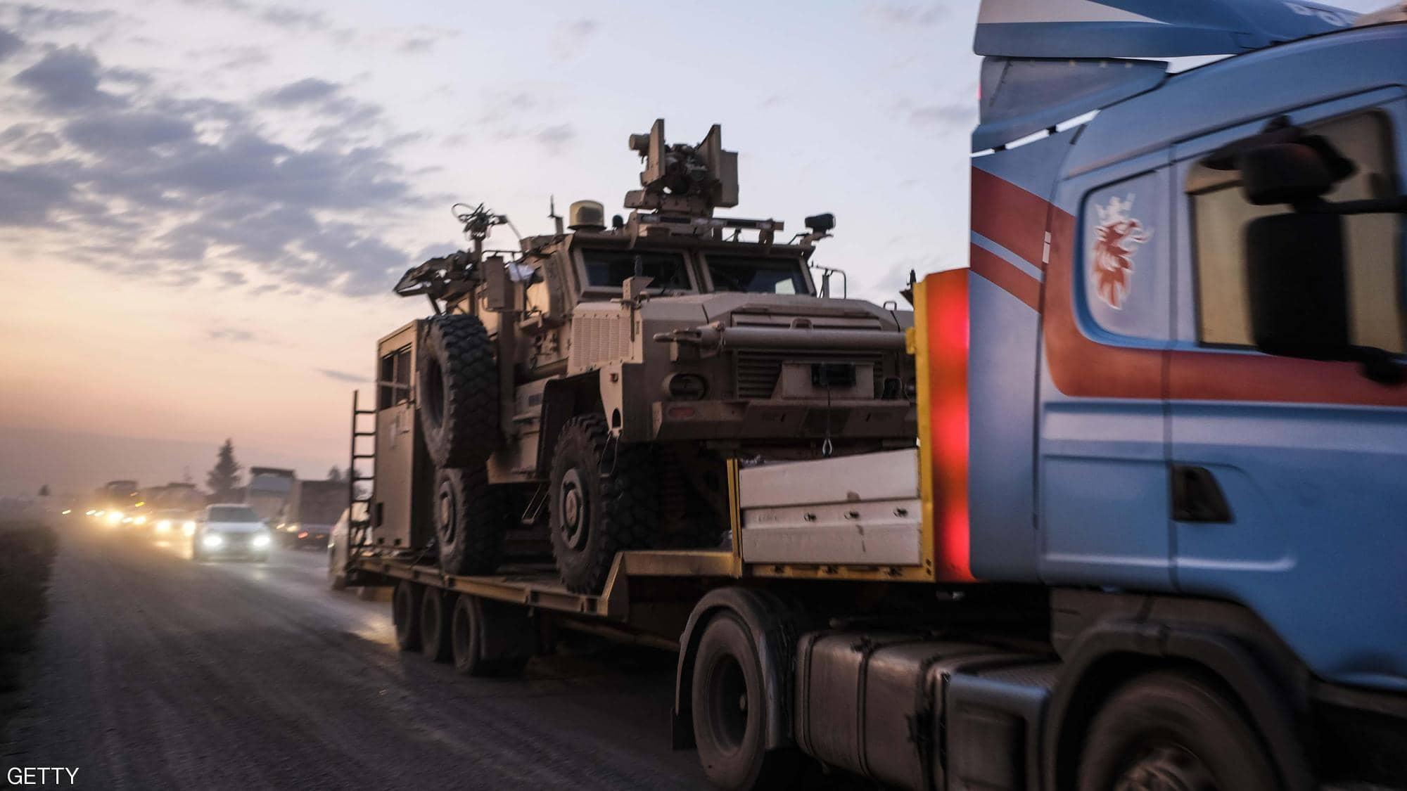 بالصور ..  آليات أميركية تترك أكبر قواعدها في سوريا