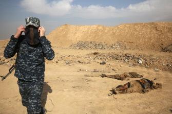 (بالصور) القوات الأمنية تكشف عن وجود مقبرة جماعية في منطقة حمام العليل