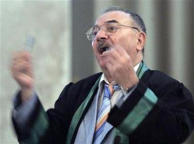 الموت يغيب محامي اركان نظام صدام  حسين