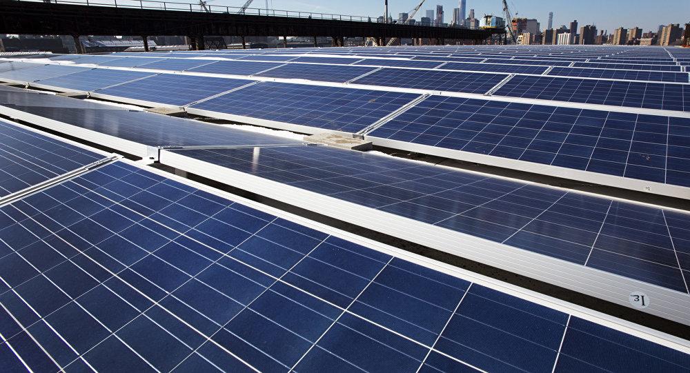 دولة عربية تبني أحد أكبر معامل الطاقة الشمسية وتستبعد حافلات الديزل