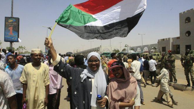 المجلس العسكري في السودان يعتقل أعضاء بالحكومة السابقة