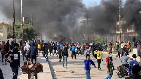 القوات الأمنية تفرق المتظاهرين بالقنابل المسيلة للدموع بشارع الهورة في الكوت