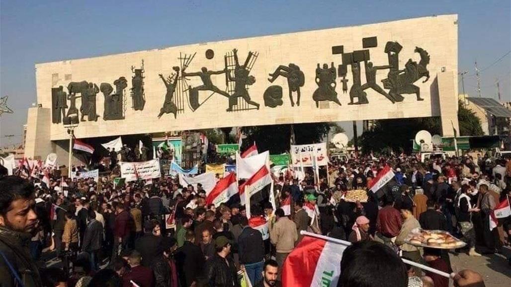 بالصورة ..  التكتك والمسعفة والناشط وصائد القنابل في نصب الحرية الجديد