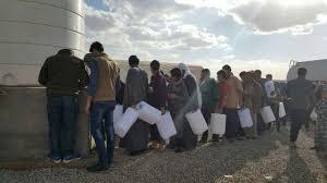 الهجرة توزع النفط على النازحين في جنوبي الموصل وكرك