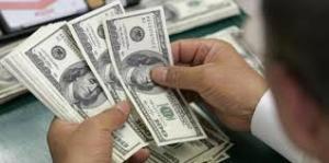 الدولار يسجل انخفاضا في الأسواق المحلية