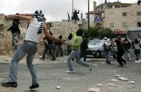 اندلاع مواجهات بين قوات الاحتلال الإسرائيلى وشباب فلسطينيين شمال رام الله