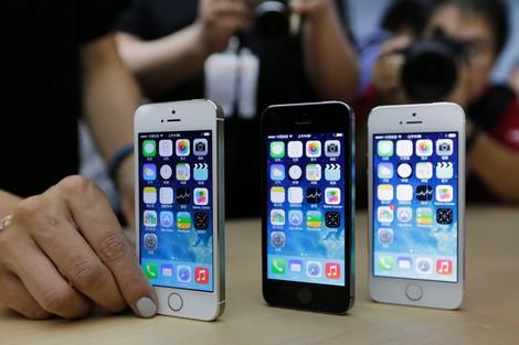 سرقة 20 هاتف آيفون من متجر تابع لأبل فى كاليفورنيا