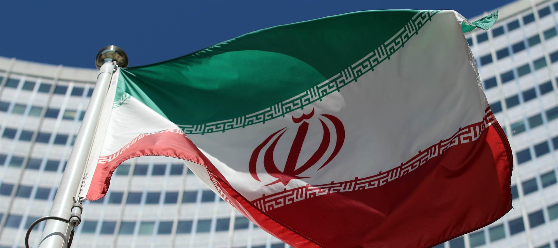 ماهي الدولتان العربيتان التي طلبتا من امريكا ضرب ايران؟