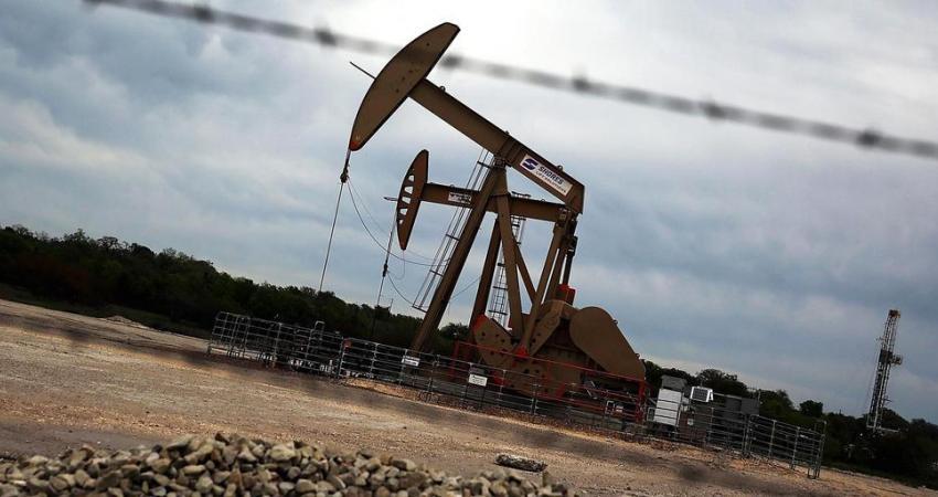 تراجع أسعار النفط لأدنى مستوى منذ 13 شهرا