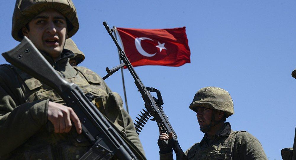 مقتل 17 جنديا تركيا وإصابة 7 آخرين الليلة الماضية
