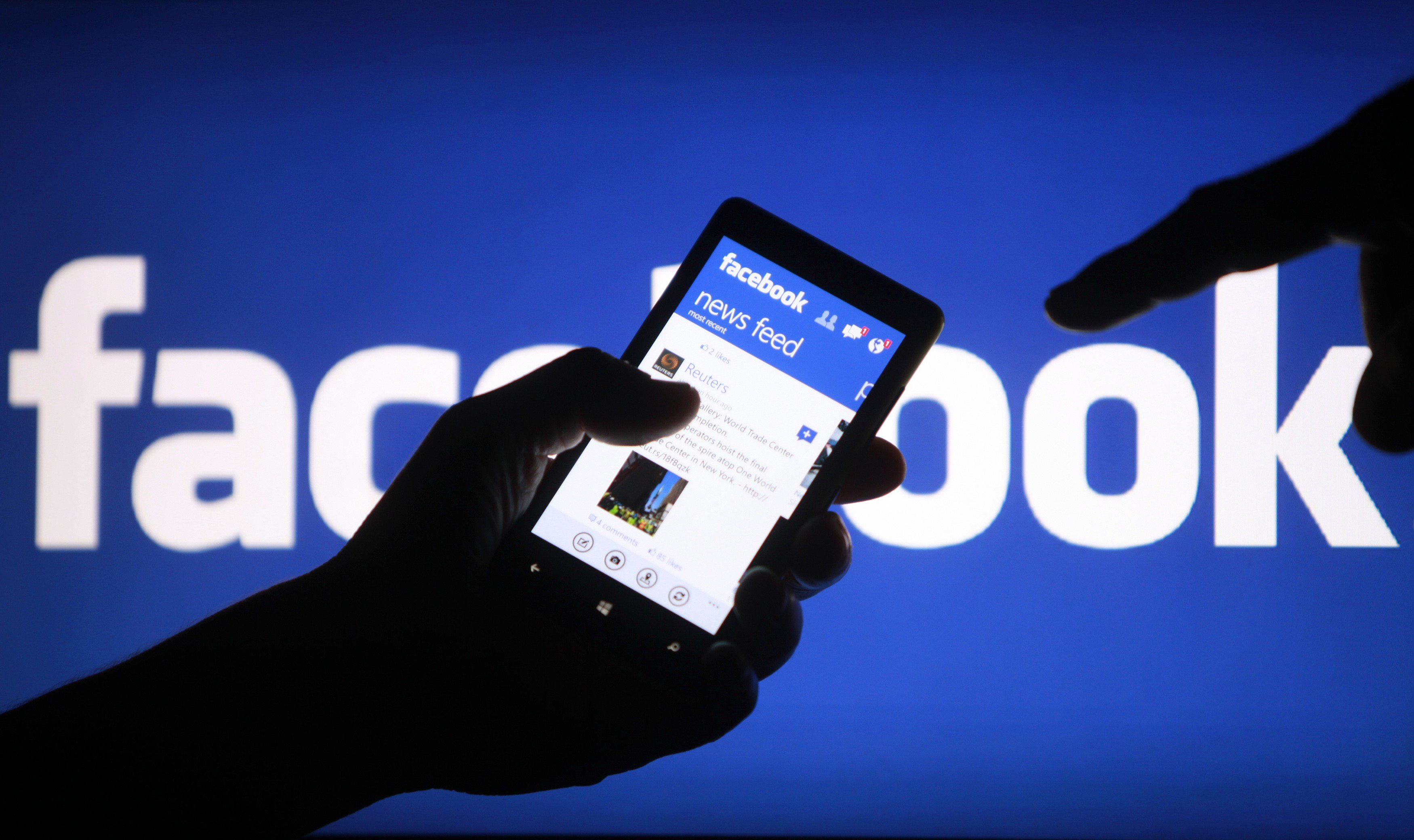 """""""فيسبوك"""" يحذف 1.5 مليار حساب مزيف في انحاء العالم"""