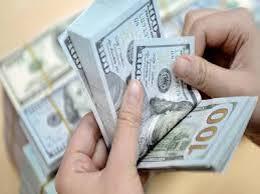 أسعار الدولار تسجل استقرارا في الأسواق المحلية