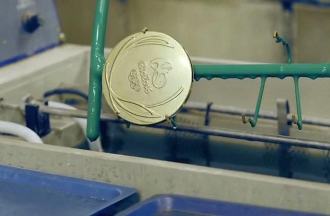 تحضرا لاولمبياد 2020 المداليات تصنع من مخلفات الهواتف الذكية؟؟