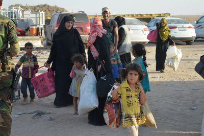 توزيع مساعدات غذائية للعوائل النازحة والمهجرة شمال البصرة